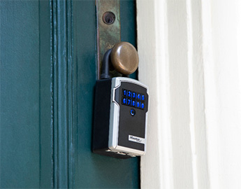 Bluetooth lockbox on closed door